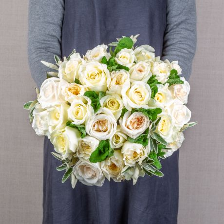 simply cream and ivory bouquet