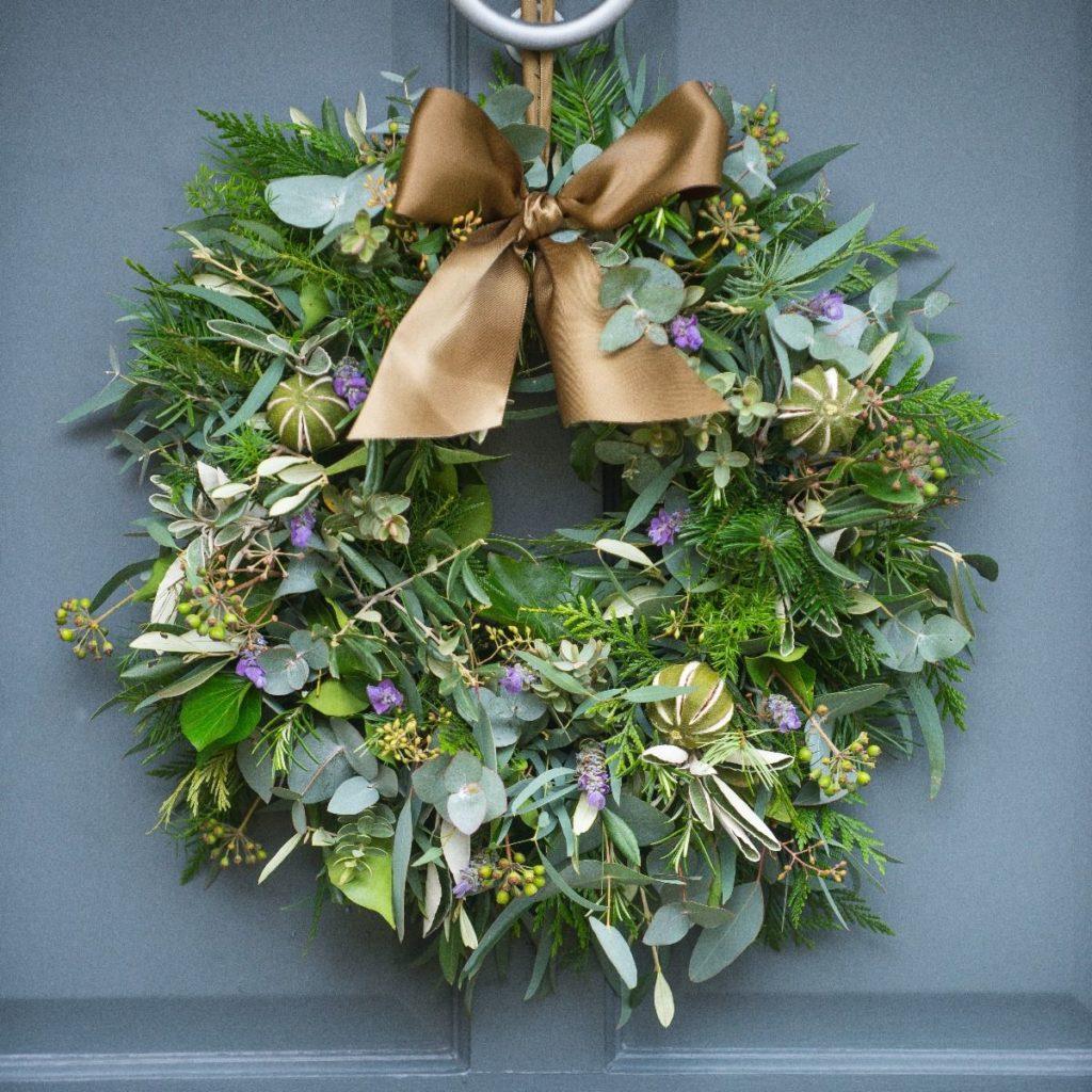 how to keep a wreath fresh