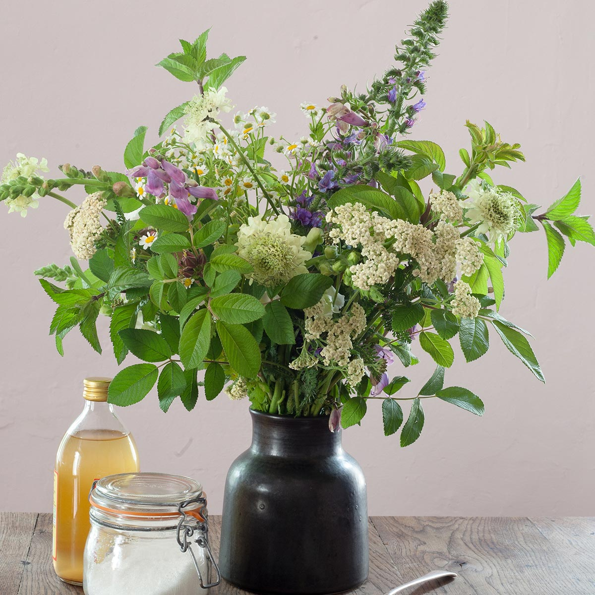How to Make DIY Cut-Flower Food